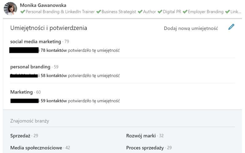 Obrazek pokazuje, gdzie znaleźć, jak dodać i modyfikować umiejętności w profilu na LinkedIn.