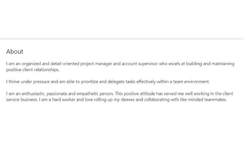 Przykład krótkiego podsumowania zawodowego w profilu na LinkedIn dla szukających pracy