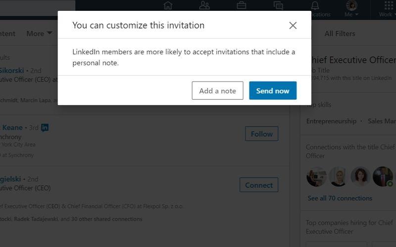 Obrazek pokazuje, jak wysłać zaproszenie z wiadomością na LinkedIn